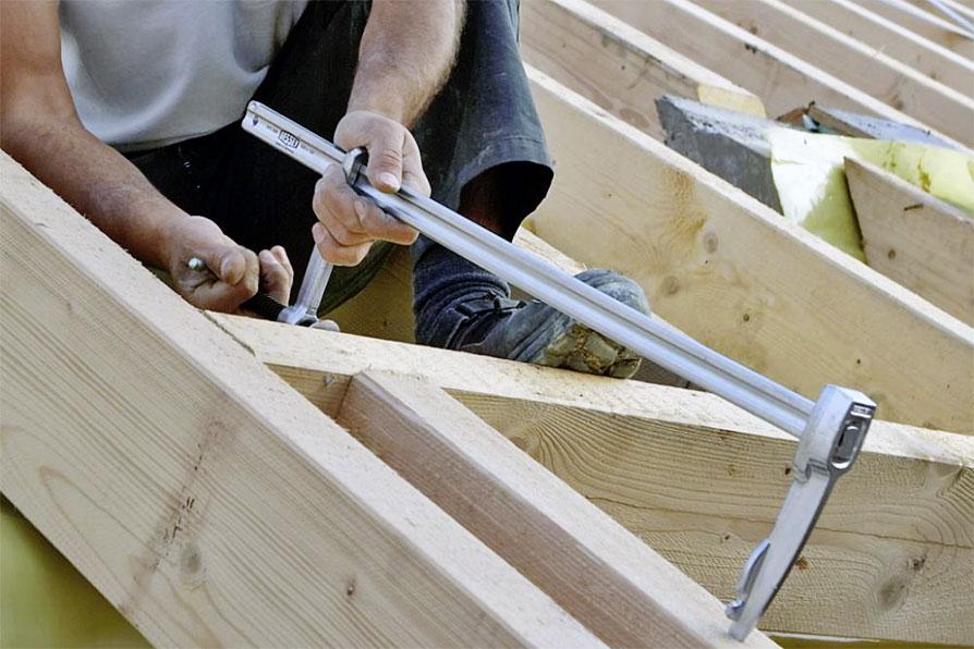 devenir charpentier formation et salaire fiche m tier. Black Bedroom Furniture Sets. Home Design Ideas